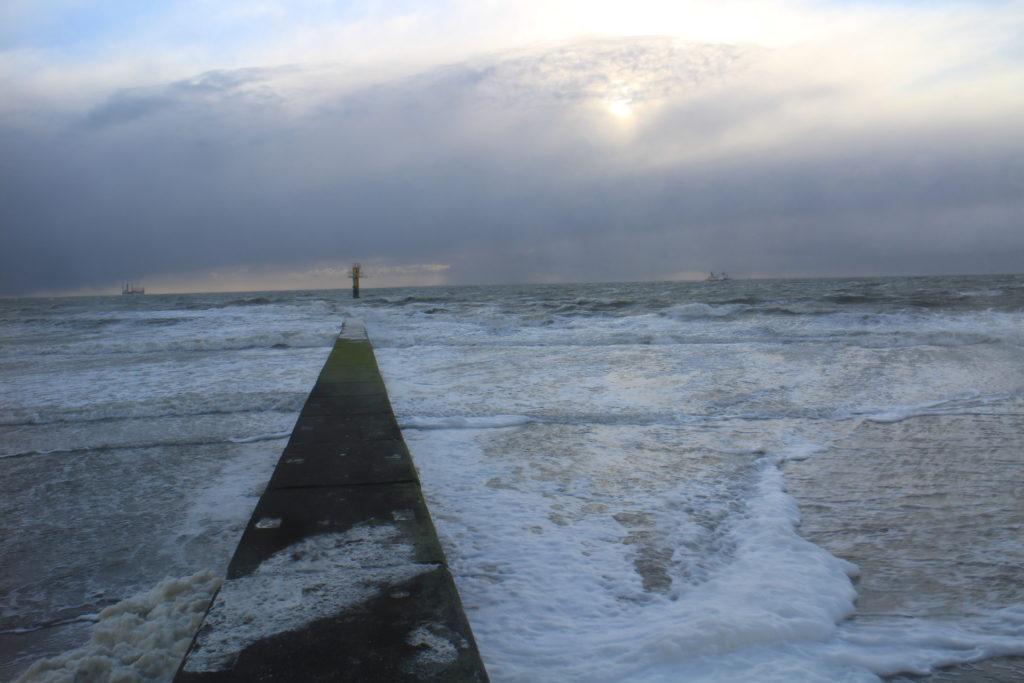 Blick aufs stürmische Meer