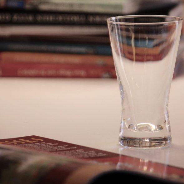 Leonardo Tazio leeres Glas